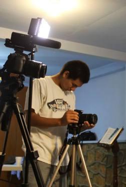 Realizando las tomas de la grabación. Ricardo.